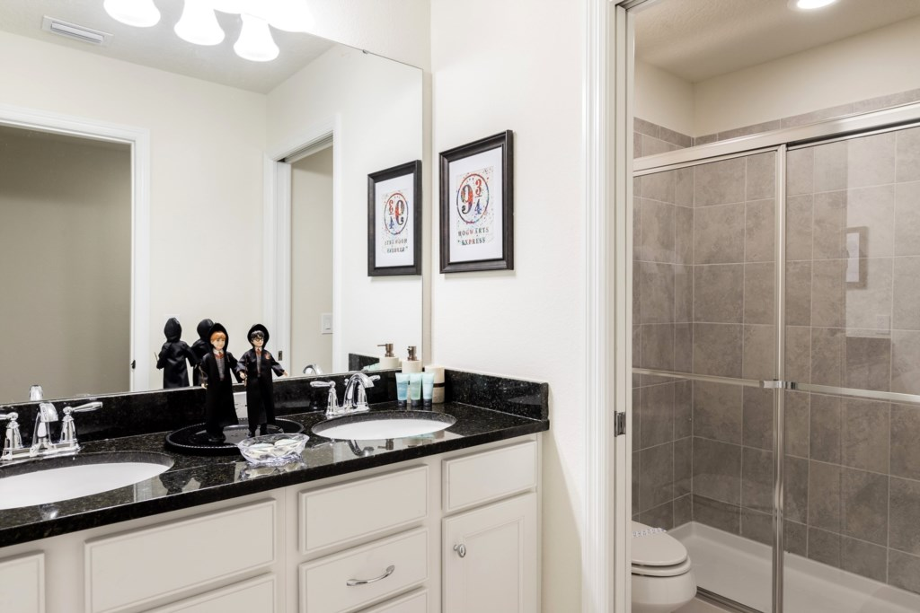 Bathroom 5.jpg