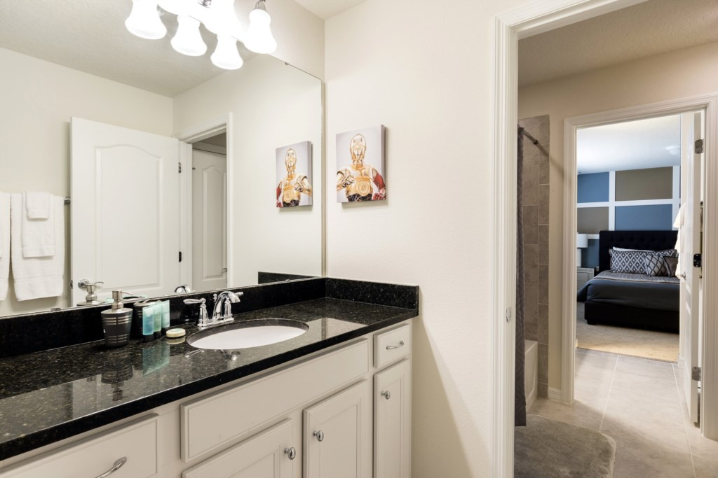 Bathroom 6-1.jpg