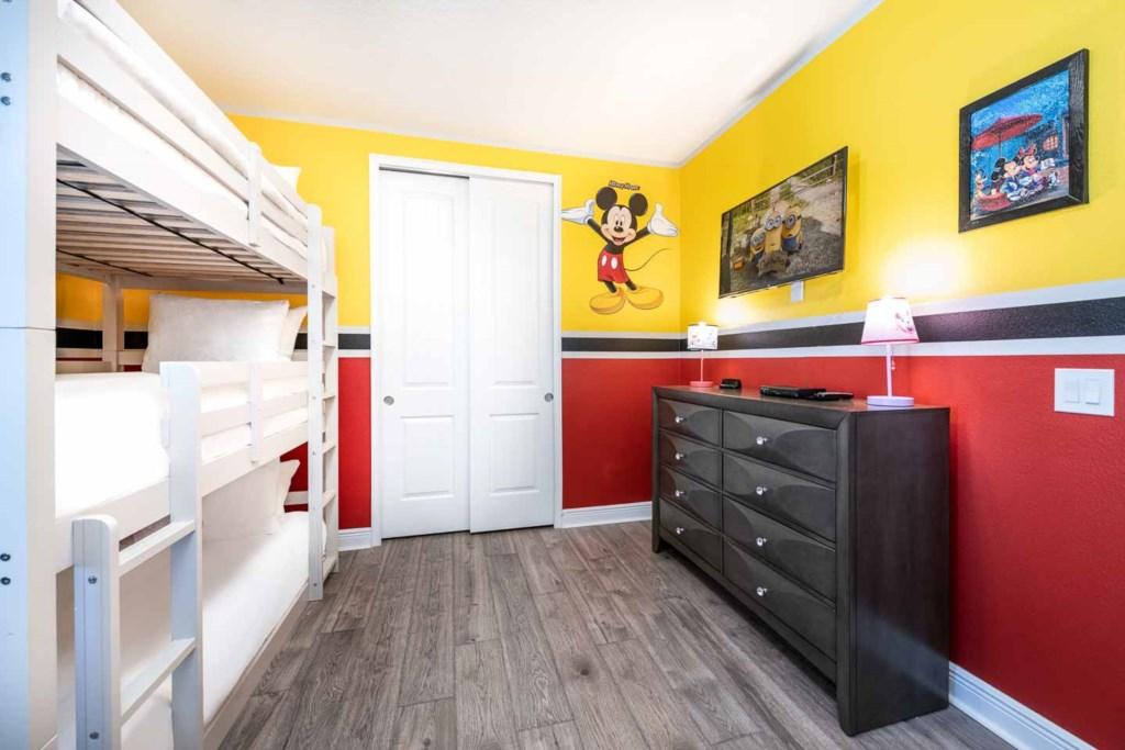 232 Auburn bed1-2.jpeg