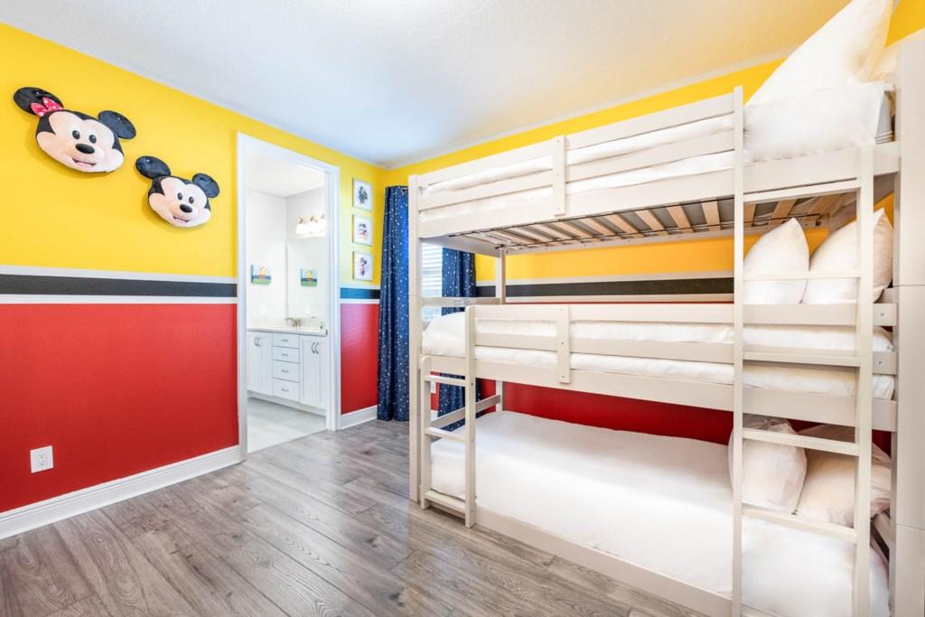 232 Auburn bed1.jpeg