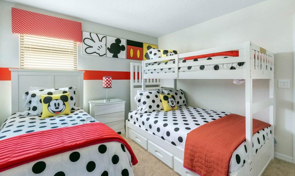 8894QNL bed1.jpeg