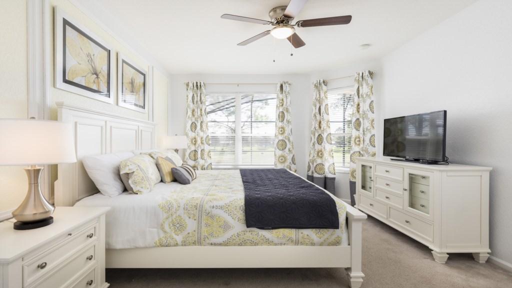 Master Bed 2-2.jpg