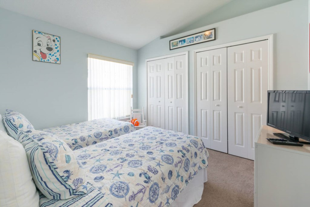 2nd Twin bedroom with TV and Netflix.jpg
