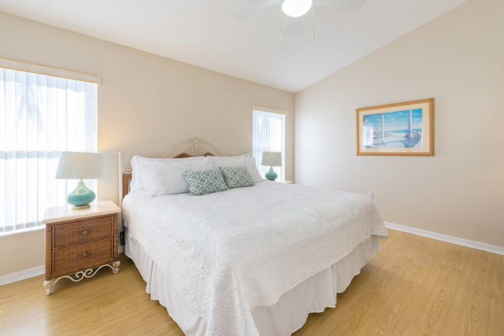 Master Bedroom with new luxury firm mattress and 32inch TV1.jpg