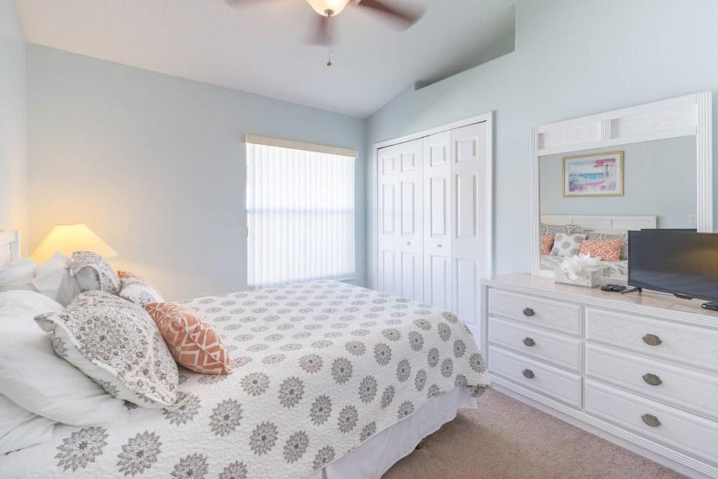 Queen Bedroom with new euro top mattress .jpg