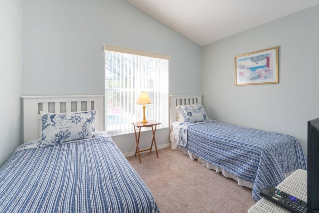 Twin bedroom with TV and Netflix.jpg