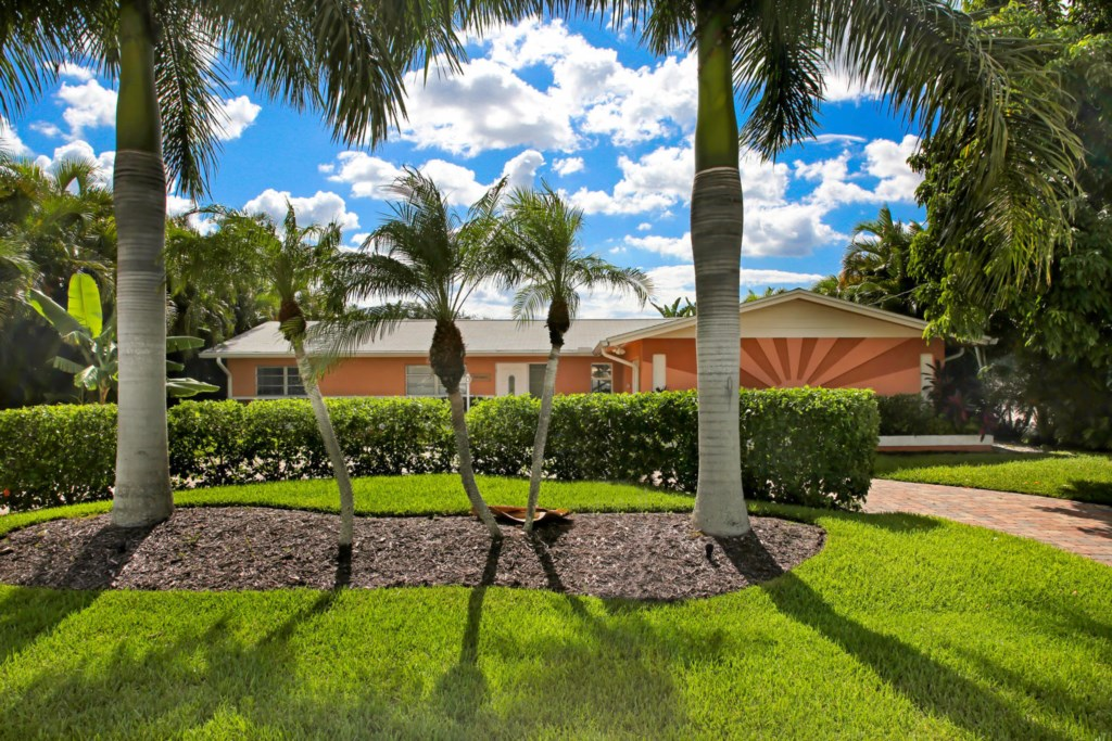 Cape Coral, FL - Yacht Club Location - Less than 2 miles to the beach