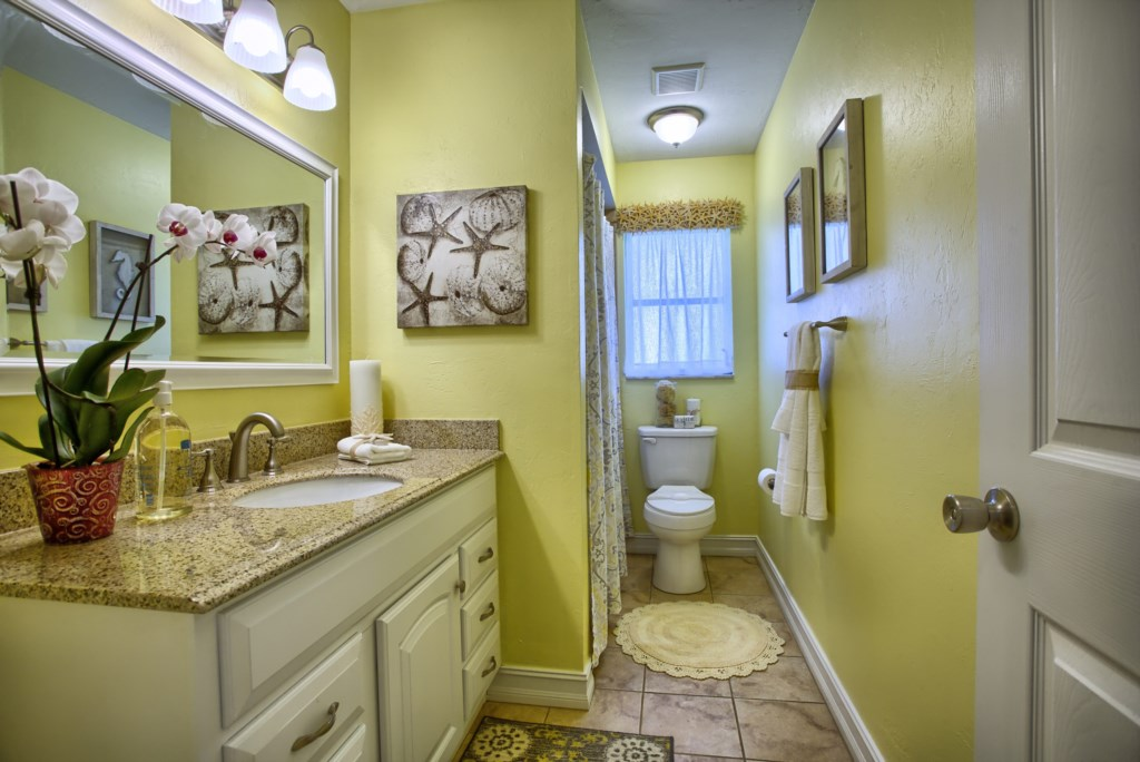5646RiversideDrCapeCoral-print-012-Bathroom2-4200x2804-300dpi