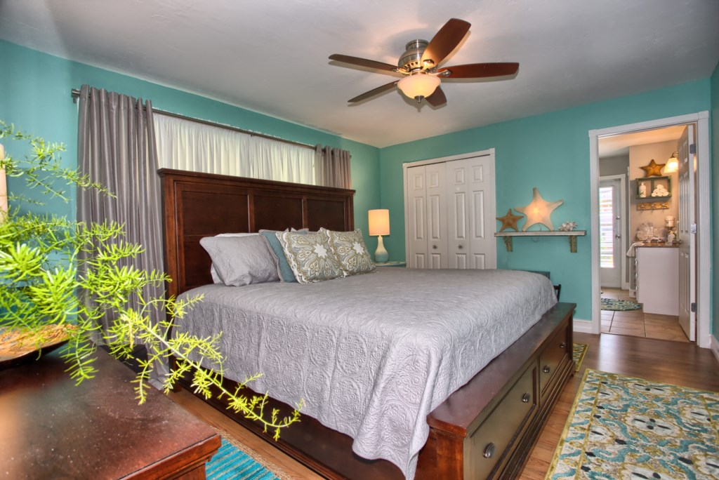 5646RiversideDrCapeCoral-print-014-MasterBedroom-4200x2804-300dpi