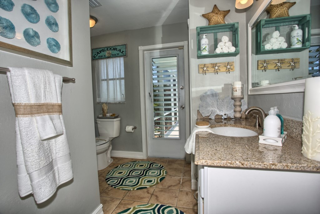 5646RiversideDrCapeCoral-print-015-MasterBath-4200x2804-300dpi