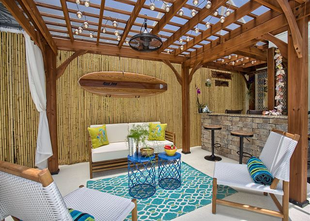 Outdoor screened lanai living room