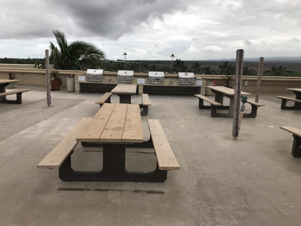 Roof top deck and picnic tables