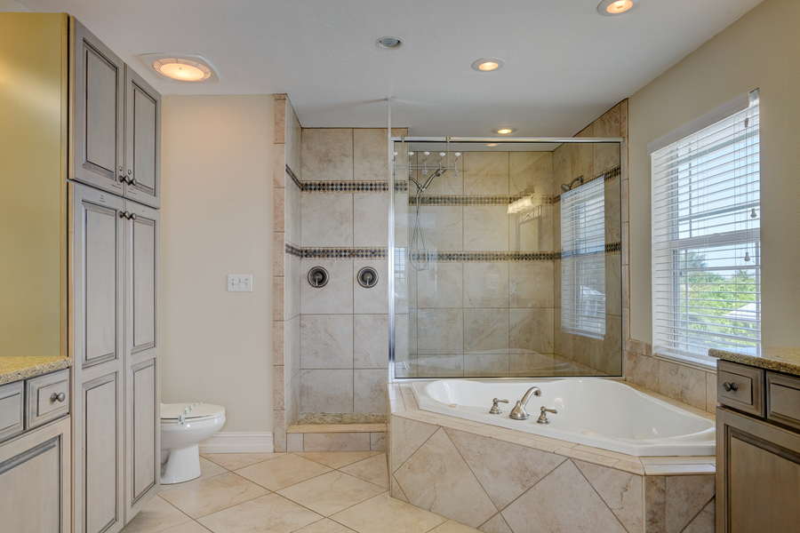 salty dog master bath 1.jpg