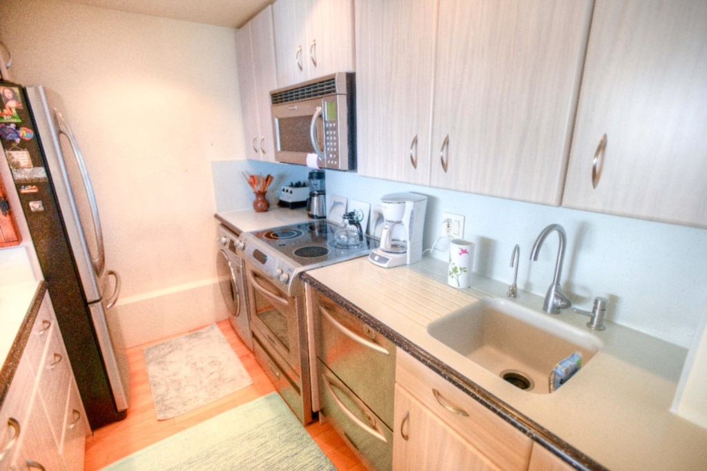 Lots of Extras- Filtered Water Faucet, Dual Drawer Dishwasher,Front Load Washer Dryer Combo