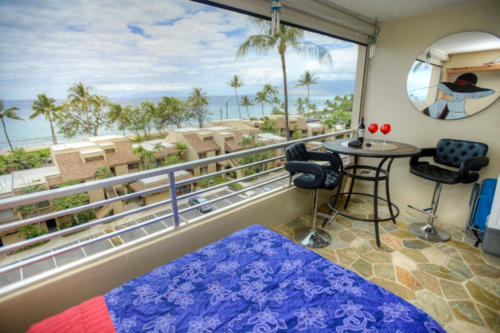 Large Lanai-Room for a bed and Seating