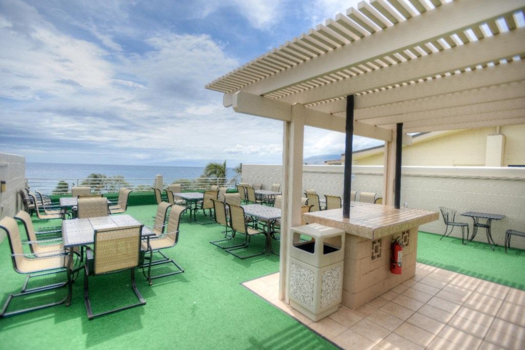 Top Floor Dining and Grilling Area