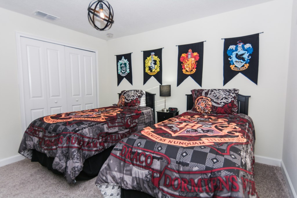Twin Bedroom Harry Potter 2.jpg