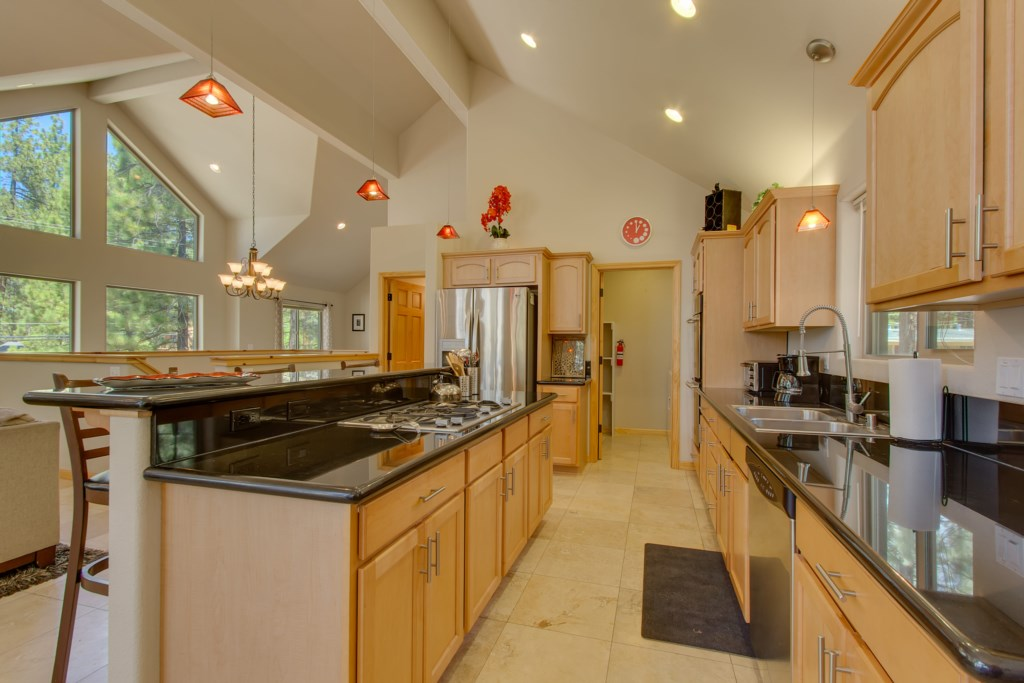 Well equipped Kitchen with all stainless appliances