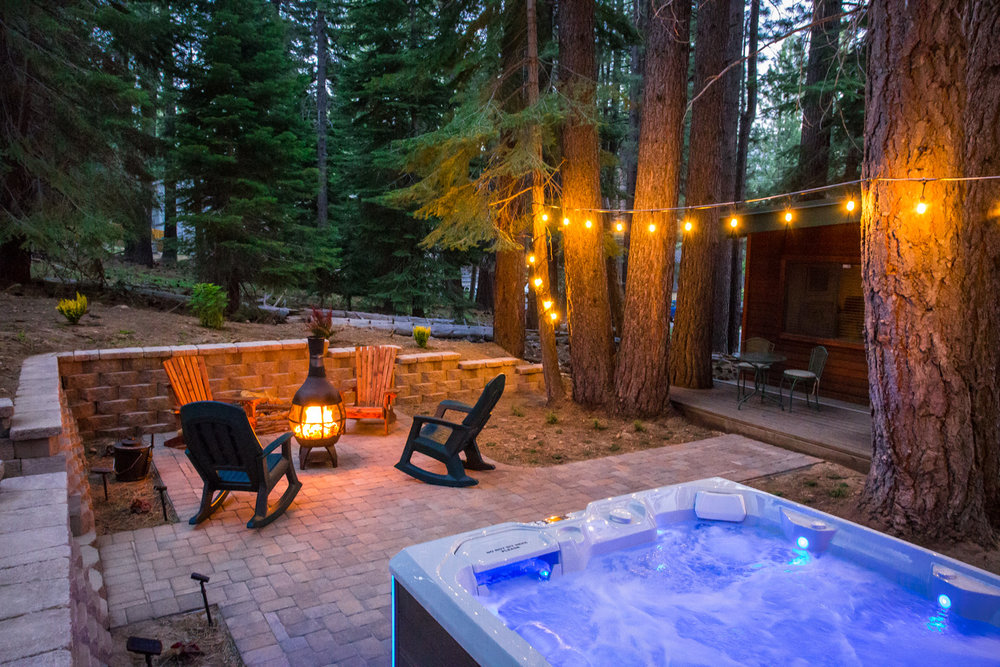 Enjoy Serenity 'the hot tub under the pine trees was amazing after a day of sking' - Review Nathan