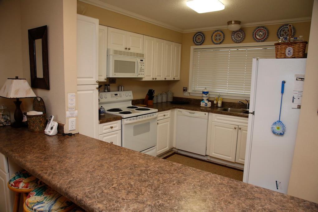 D31-Kitchen  Bar.jpg