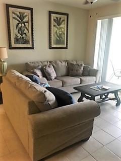 8915 Living room.jpg