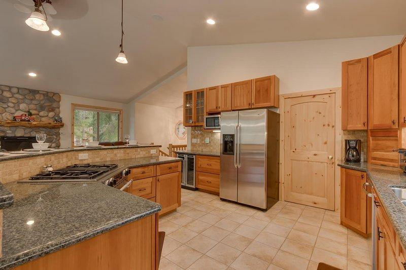 Kitchen, stainless steel.jpg
