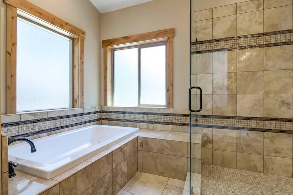 Master bath soaker tub.jpg
