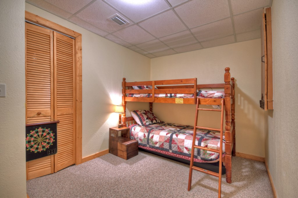 Twin bedroom ideal for the children, with plenty of space to play