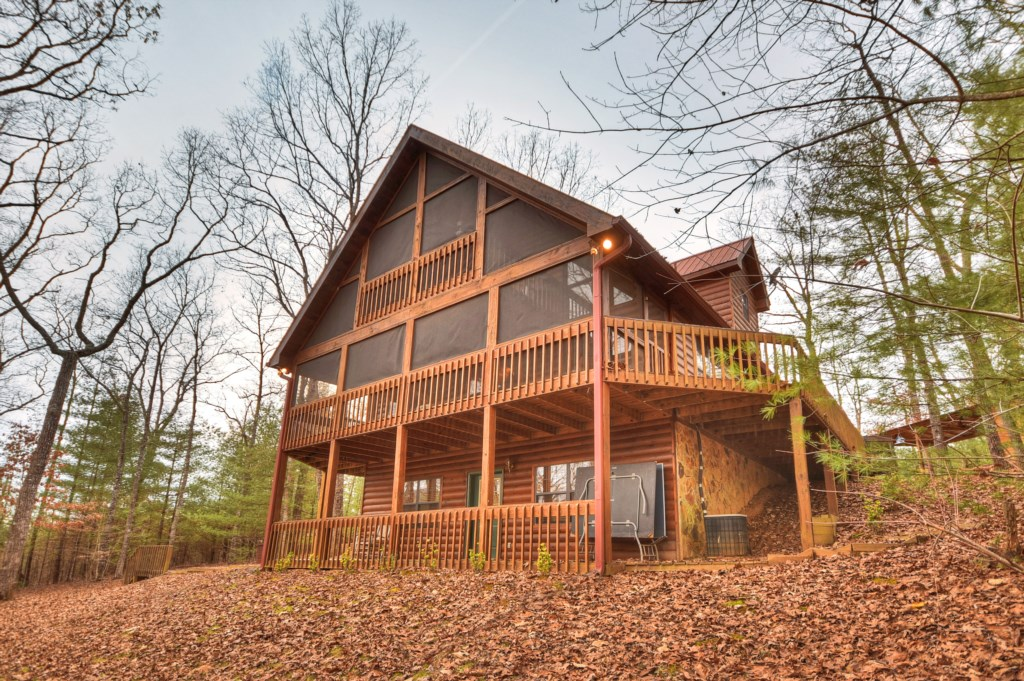 Rolling Mountain views and only minutes from Downtown