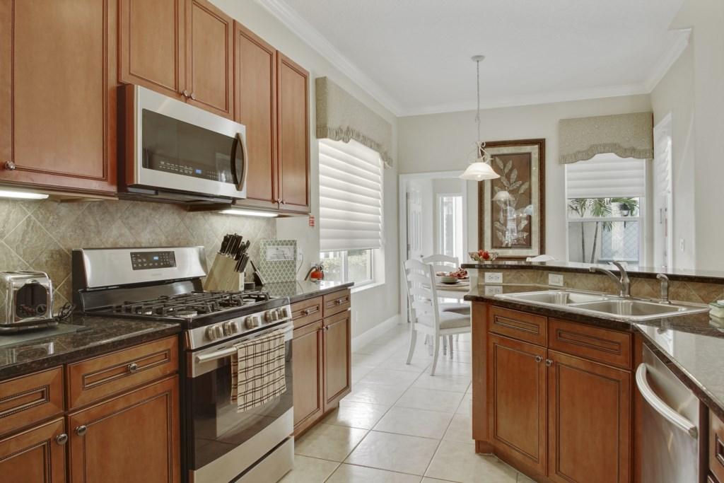 Kitchen - fully equipped with everything you need to make a snack to a full family meal!