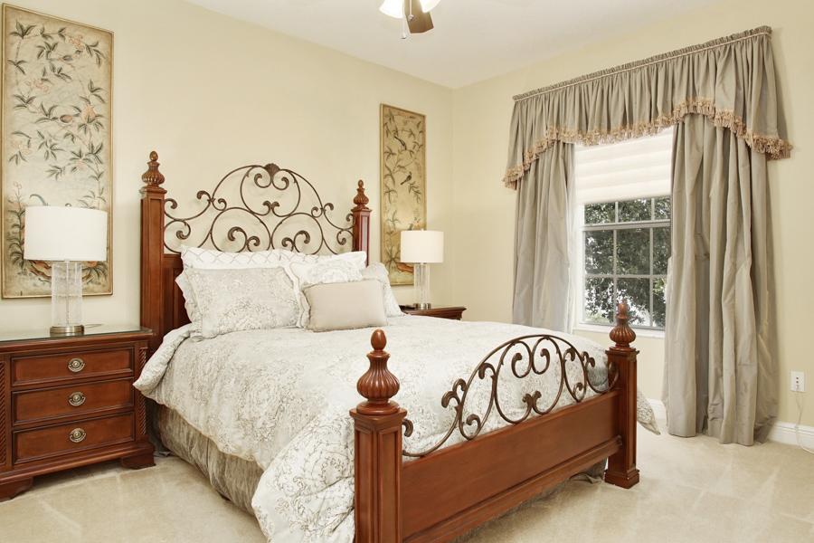 Bedroom 4 - Upstairs Queen bedroom with TV