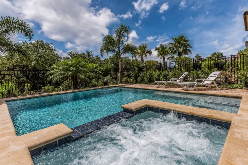 Beautiful Private Swimming Pool wtih Hot Tub overlooking golf Course.