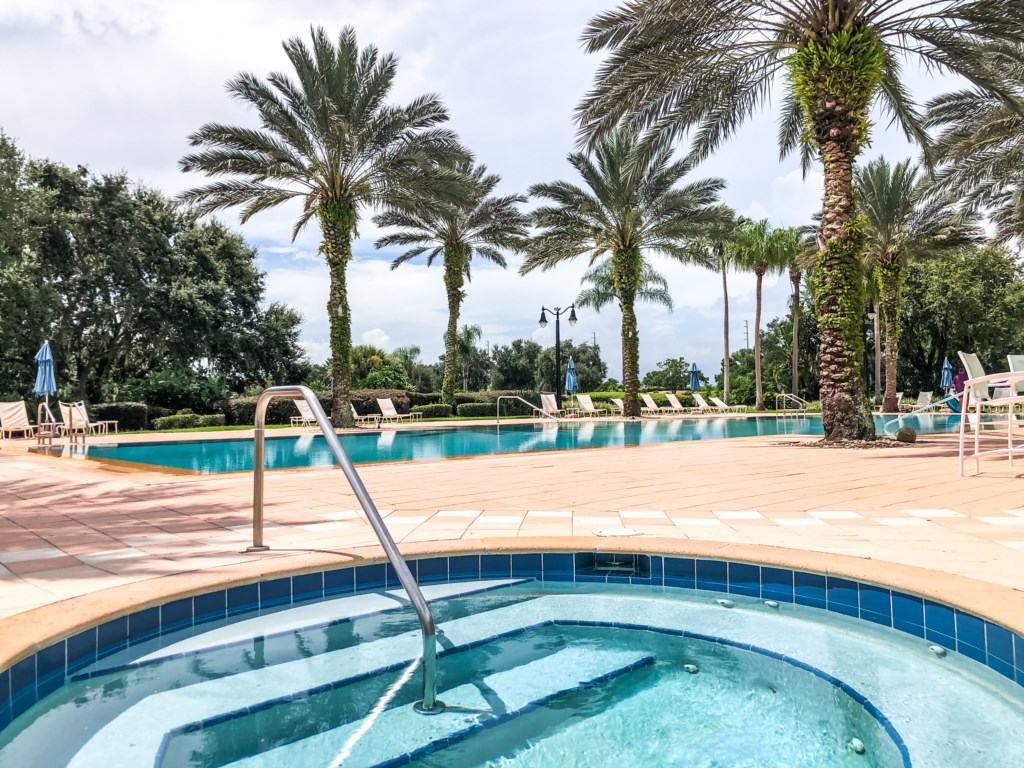 The Cove at Seven Eagles - Resort style pool and hot tub included with your stay!