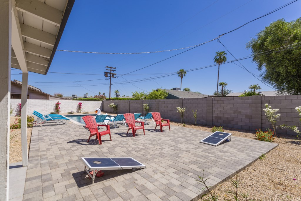 Large private outdoor space with yard games!