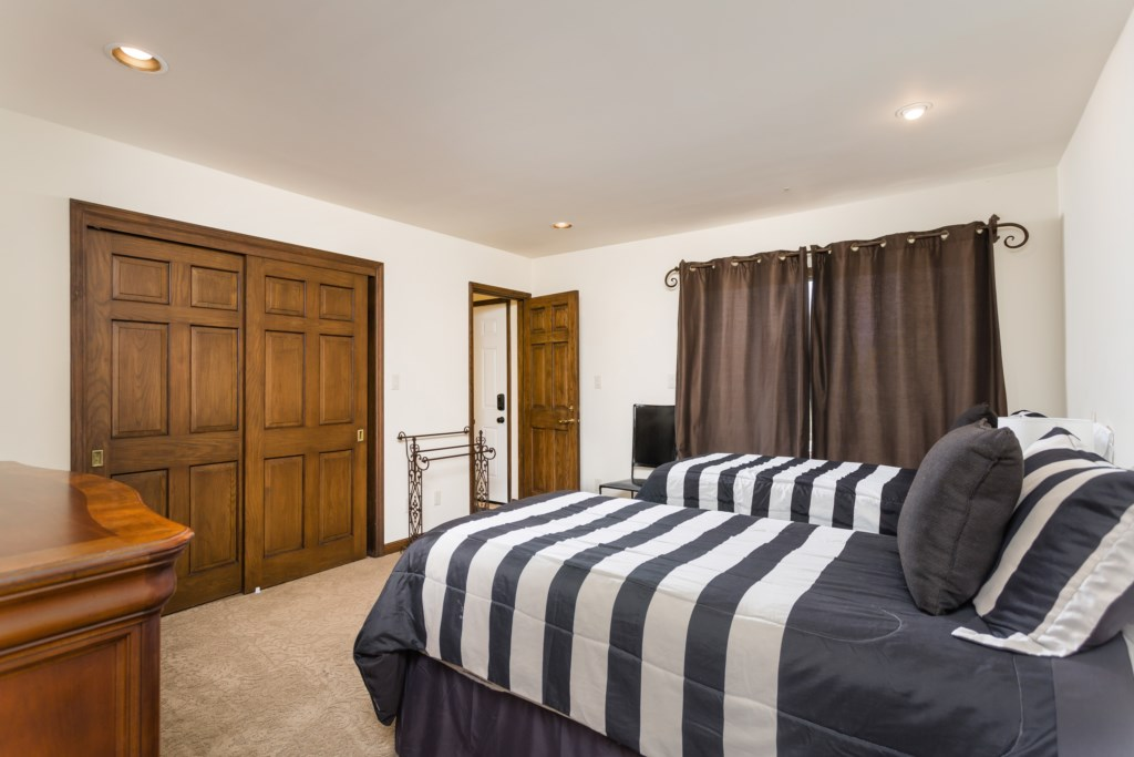 Fourth bedroom with two twin size beds