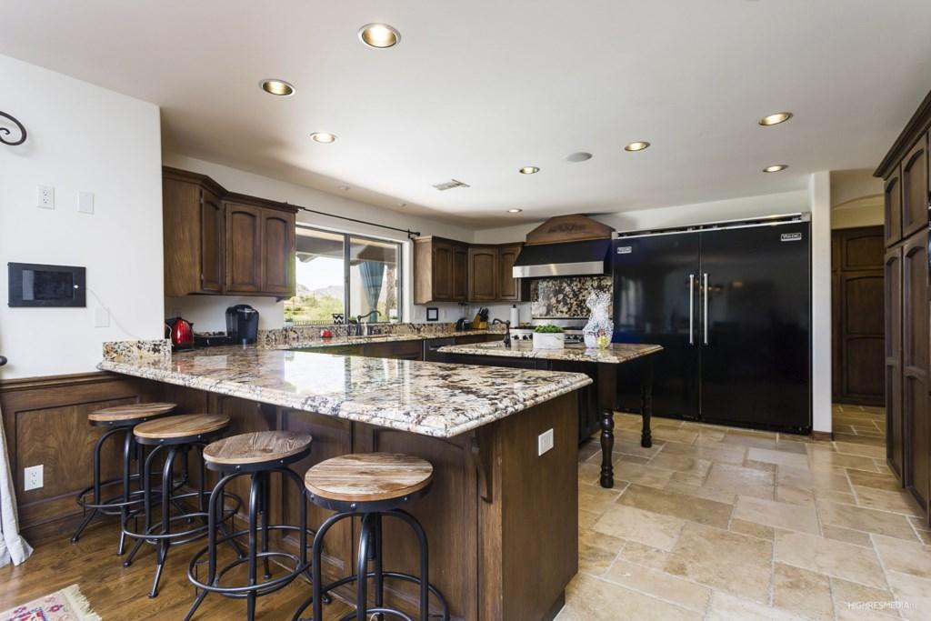 Kitchen-With-Breakfast-Bar.jpg