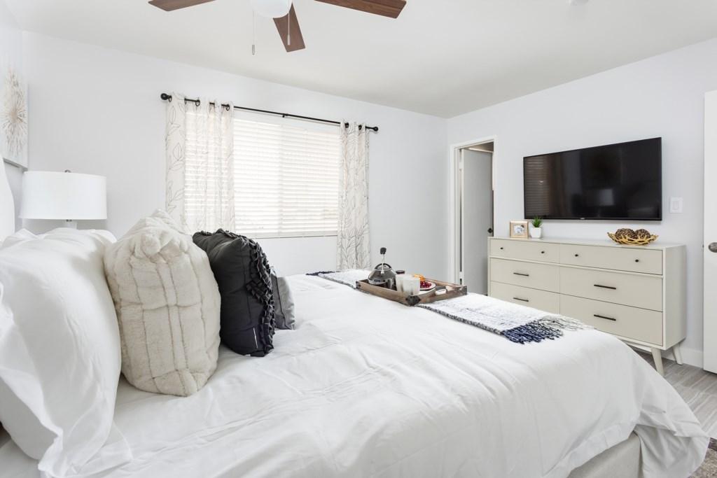 Bedroom-Ensuite-With-TV.jpg