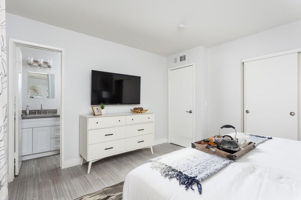 Ensuite-Bedroom-and-TV.jpg