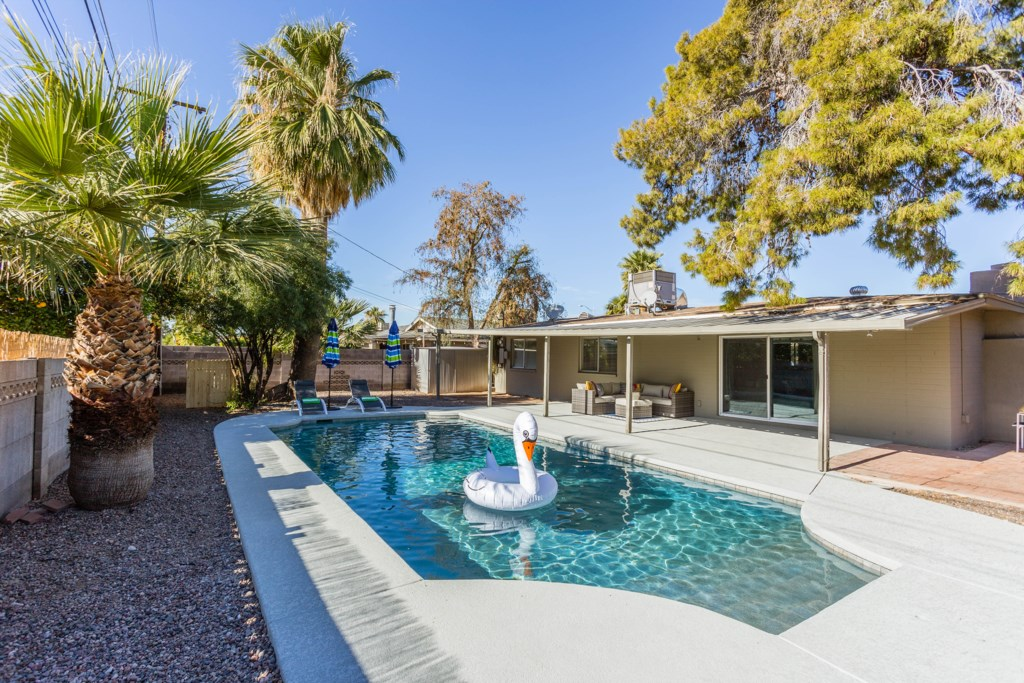 Pool-and-Covered-Patio.jpg