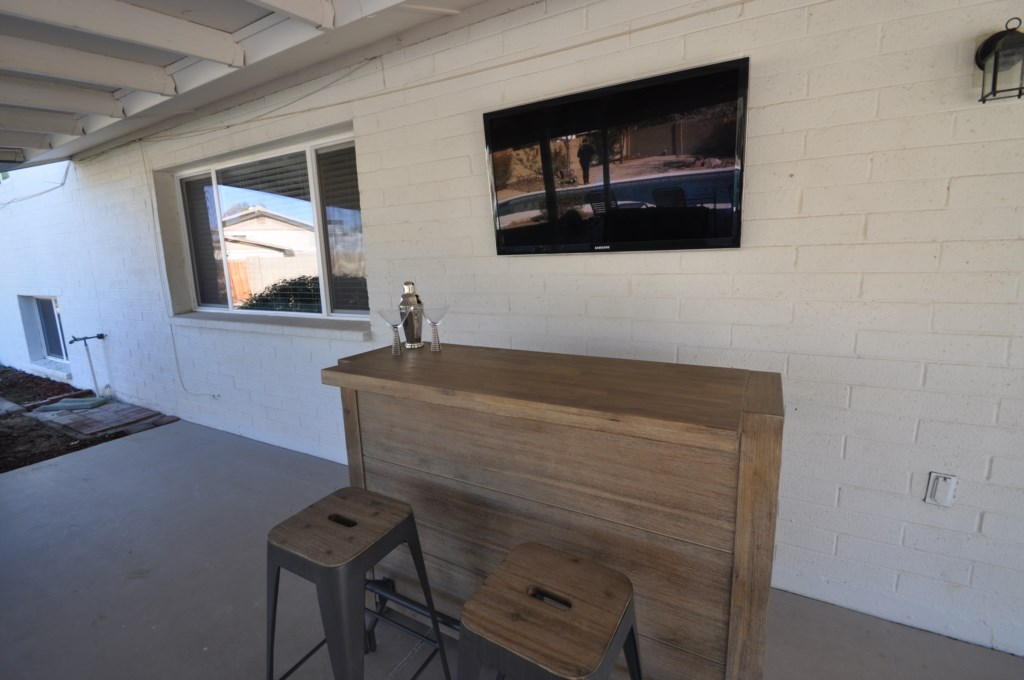 Mini-Bar-and-TV