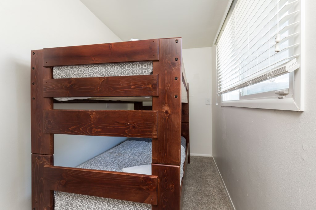 6th bedroom: 2 twin beds