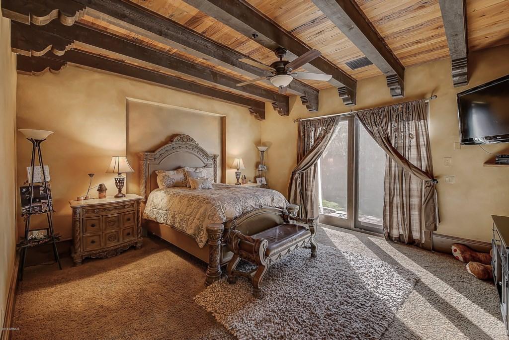 Bedroom-Queen-Bed-and-TV