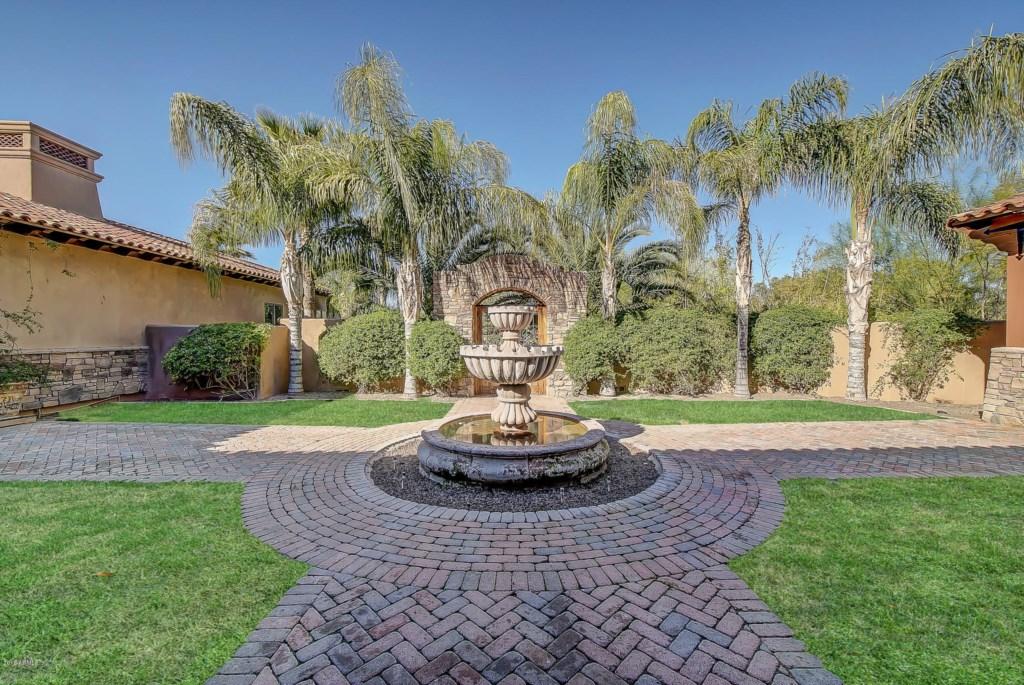 Entrance-Courtyard-Fountain