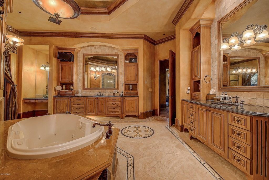 Master-Bathroom-Dual-Sinks-and-Tub