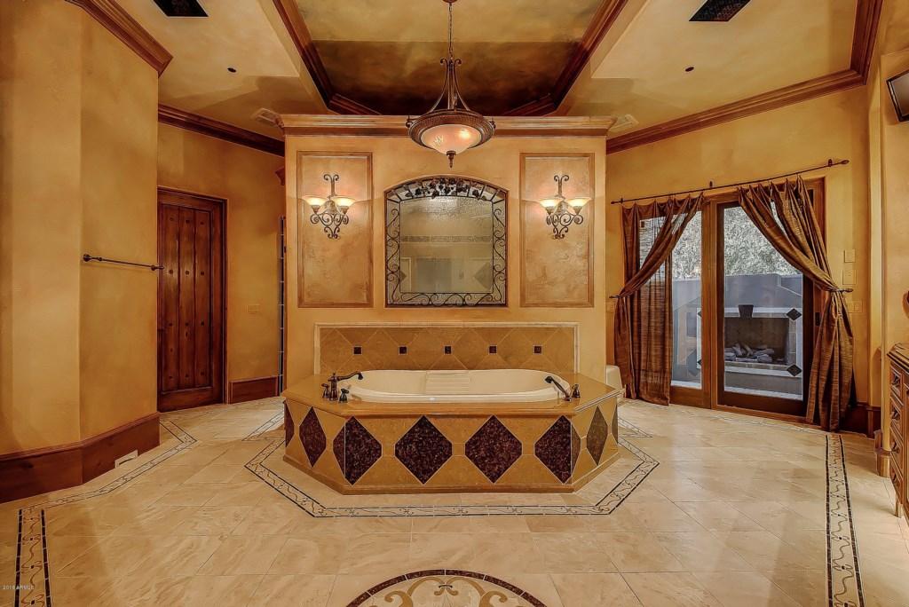 Master-Bathroom-Luxury-Tub