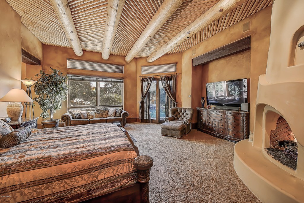 Master-En-Suite-Fireplace-and-TV