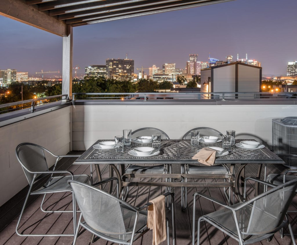 Host an unforgettable dinner on the rooftop deck, featuring epic skyline vistas.