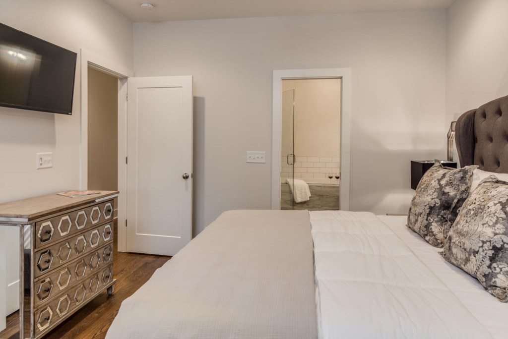 You will find your rental spotless, thanks to GoodNight Stay's professional housekeeping team.