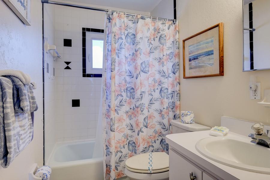 shell cove 8 bathroom.jpg