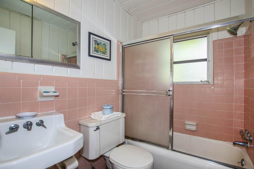 Cott 17 Bathroom.jpg